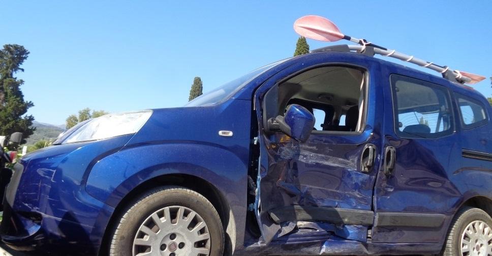 Τροχαίο με σύγκρουση αυτοκινήτων στο Νεκροταφείο