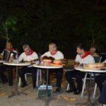 Καντάδες απ΄ την Αγιομαυρίτικη Παρέα στα πλατάνια της Καρυάς