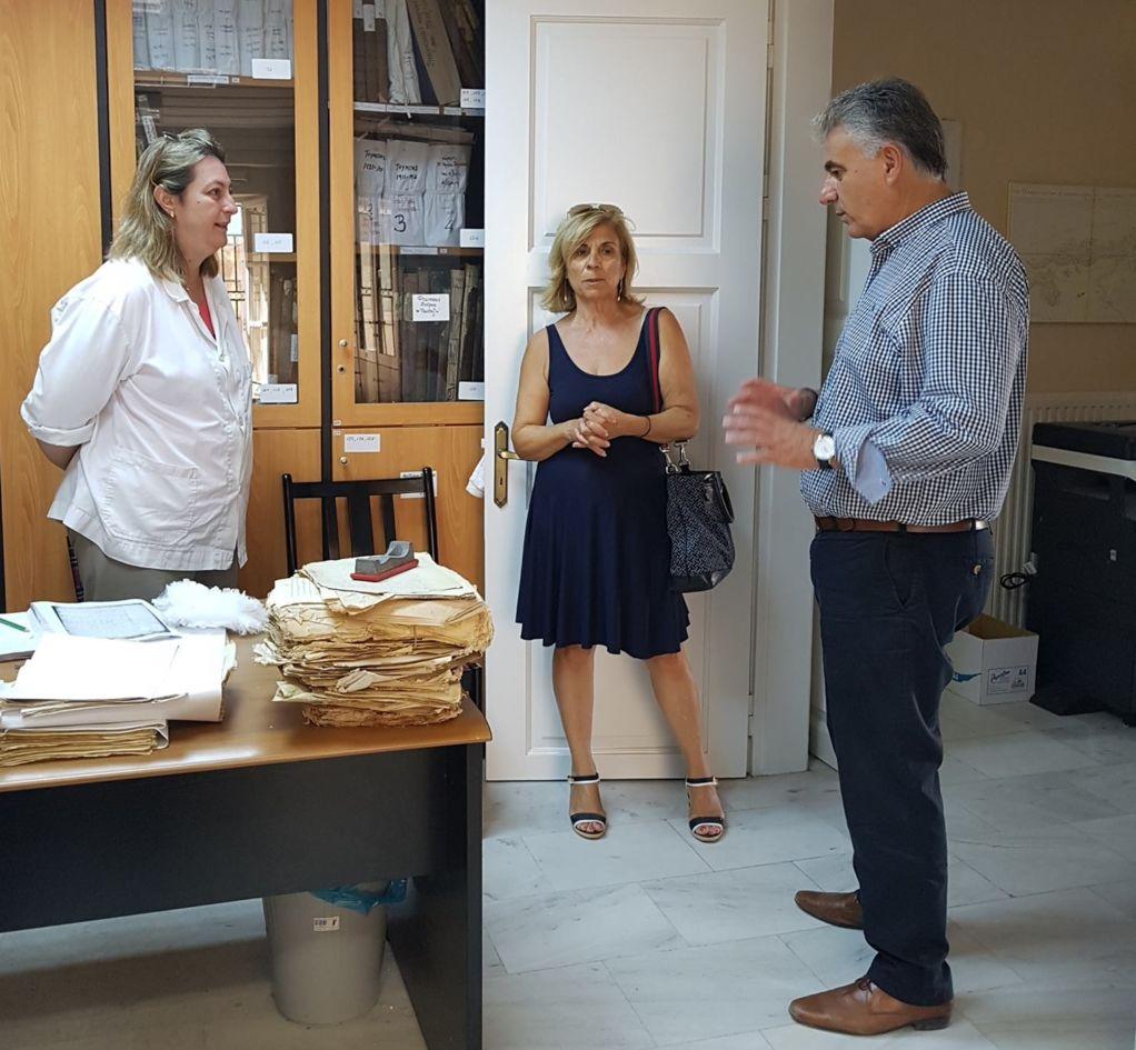 Επίσκεψη του βουλευτή στο ιστορικό αρχείο Λευκάδας