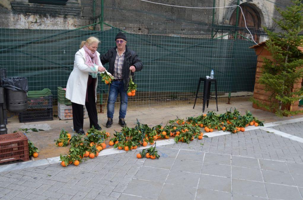 Ο Αγιασμός των υδάτων κι η εμβάπτυση των πορτοκαλιών