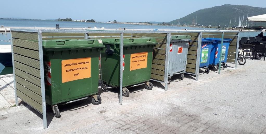 «Ντύθηκαν» οι κάδοι απορριμμάτων της Σικελιανού