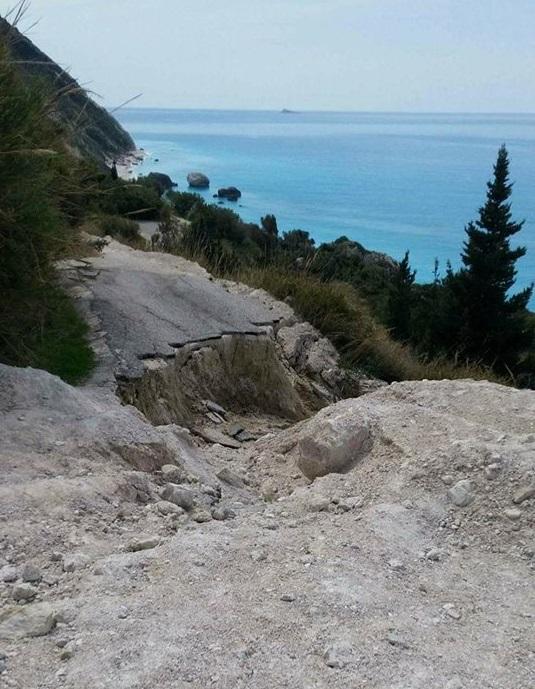 Κόπηκε ο δρόμος προς την παραλία Καλαμιτσίου!