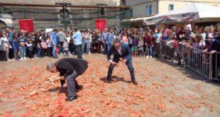 Τηρήθηκε το έθιμο «κομμάτι» στην αγορά της Λευκάδας