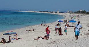 Καλοκαιρινές οι εικόνες στις παραλίες μας σήμερα