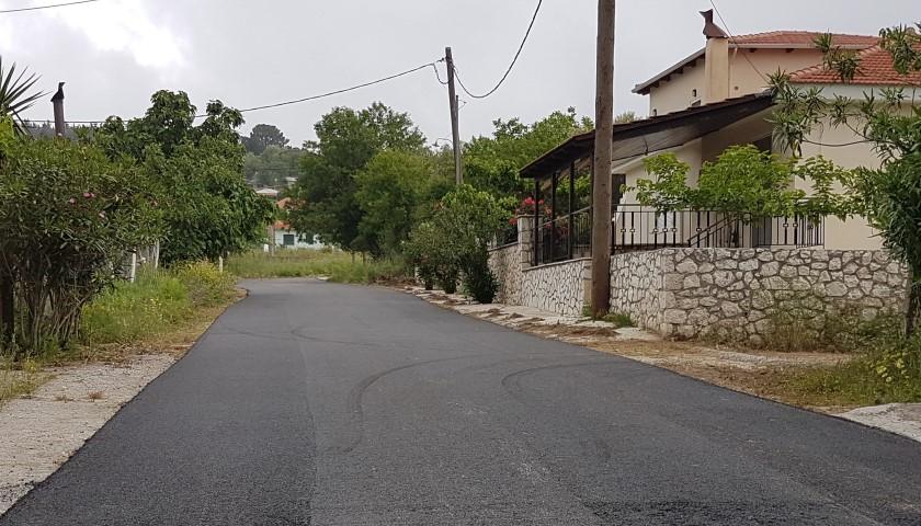 Ασφαλτόστρωση δρόμου στο Κομηλιό