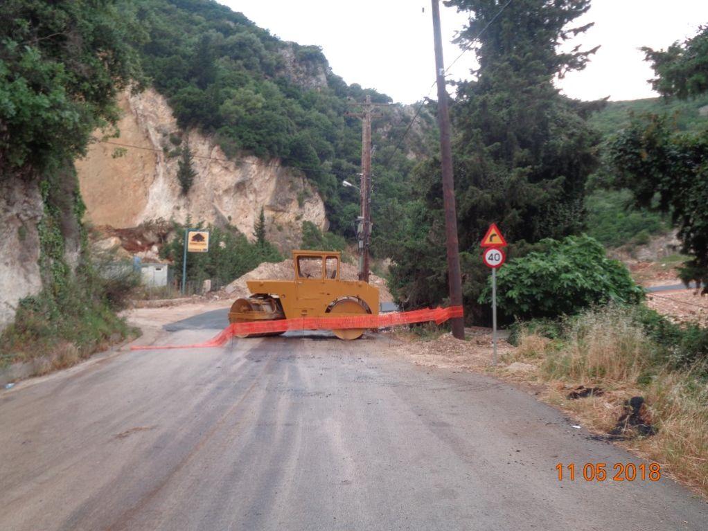 Έπεσε και η άσφαλτος στον δρόμο της Απόλπαινας