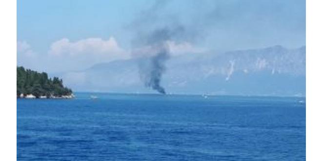 Καίγεται ιστιοφόρο Ανατολικά του Σκορπιού
