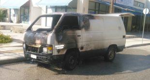 Άρπαξε φωτιά αυτοκίνητο στη Λευκάδα