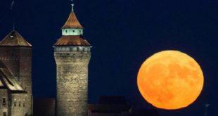 Η φωτο της βραδιάς: Η υπερπανσέληνος στην Νυρεμβέργη!