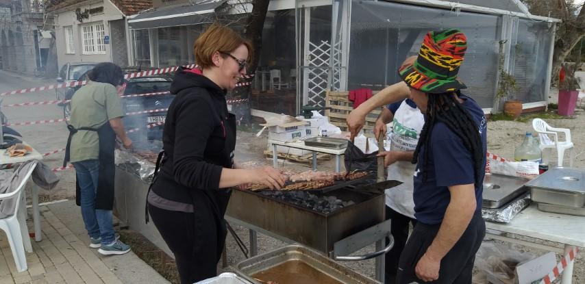 Τσικνίσματα με λιακάδα και μπόλικο κέφι στο Νυδρί