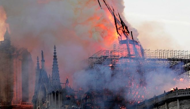 Κάηκε η Παναγία των Παρισίων!