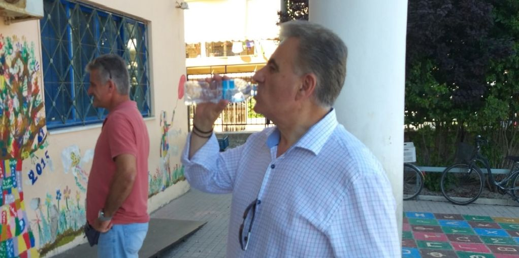 Το κουΐζ της ημέρας: Πόσα νερά ήπιε ο βουλευτής?