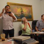 Καρέ καρέ τα επινίκια στο γραφείο του Θανάση Καββαδά