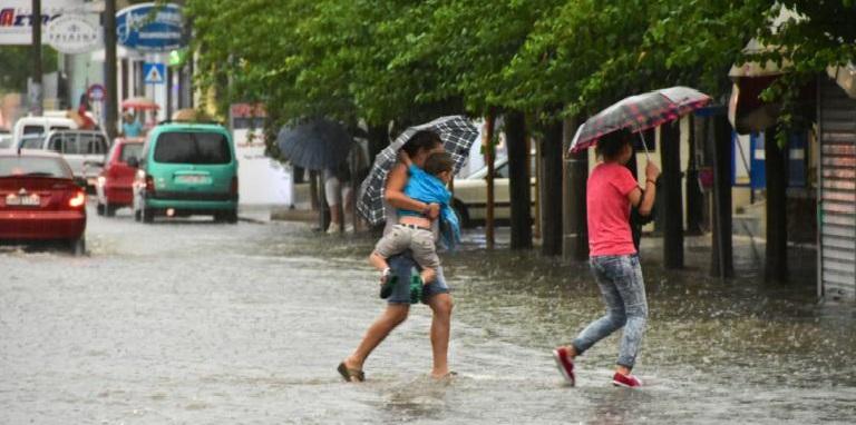Καιρός: Βροχές, χαλάζι και ισχυρές καταιγίδες