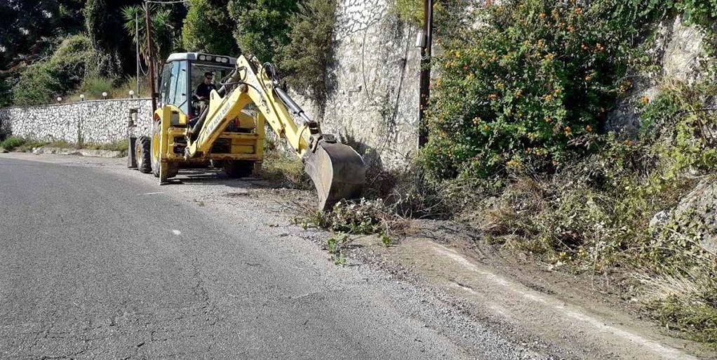 Παρεμβάσεις με καθαρισμούς της ΠΕ Λευκάδας στο οδικό δίκτυο