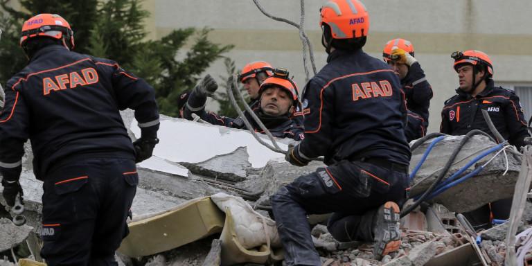 49 οι νεκροί στην Αλβανία, με τον χρόνο να πιέζει…