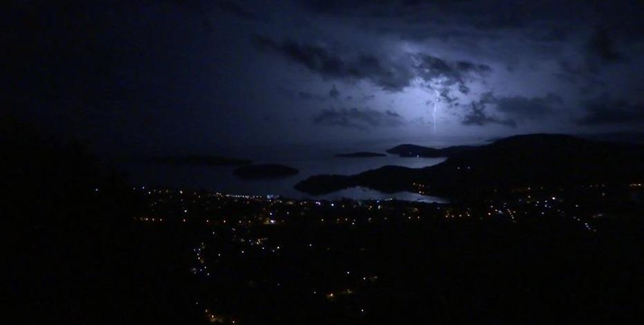 Φωτο της νύχτας: Νυχτερινή θέα με …φλας!