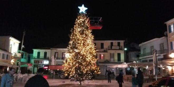 Το πρώτο άναμμα του ψηλότερου Δένδρου της Ελλάδας