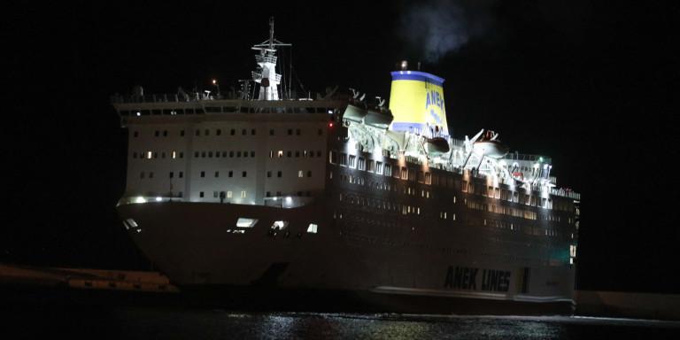 """Ελλιμενίστηκε στον Πειραιά το πλοίο """"Ελευθέριος Βενιζέλος"""""""