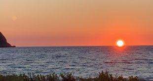 Μιράκολο, μιράκολο στον Αη Γιάννη: Δύση με δυο ήλιους!