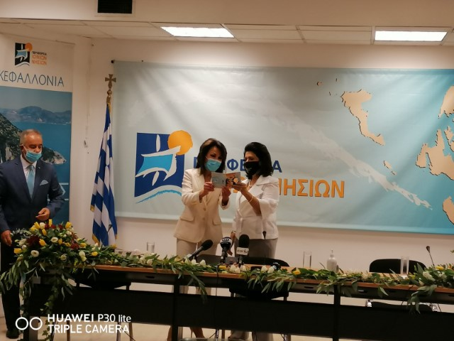 """Επίσκεψη της προέδρου του """"Ελλάδα 2021"""" στην Π.Ι.Ν."""