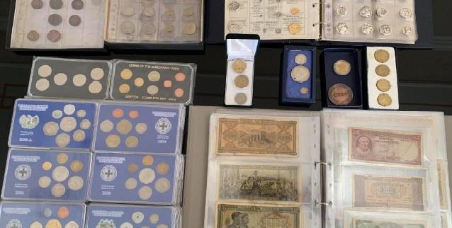 Δωρεά συλλογής νομισμάτων στο Πνευματικό Κέντρο