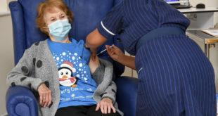 Βρετανία: Μια 90χρονη ο 1ος άνθρωπος που εμβολιάστηκε