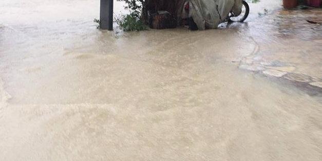 """Κακοκαιρία """"Μπάλλος"""": Πλημμύρισαν δρόμοι στην Αθήνα"""