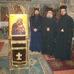 Ο π. Πανογιώργος Κτενάς εν μέσω του διάκου και του ιερομόναχου της Ι. Μονής π. Χριστόφορου Αραβανή στο ανακαινισμένο Καθολικό, αμέσως μετά τους Χαιρετισμούς.